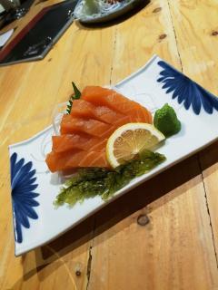 tomo-salmon-sashimi